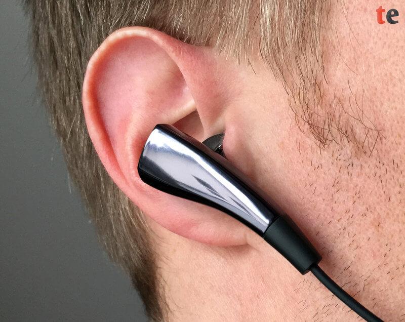Die In-Ear-Hörer werden direkt in den Gehörgang gesteckt und schließen Umgebungsgeräusche daher weitestgehend aus, was einen guten und störungsfreien Klang erlaubt.
