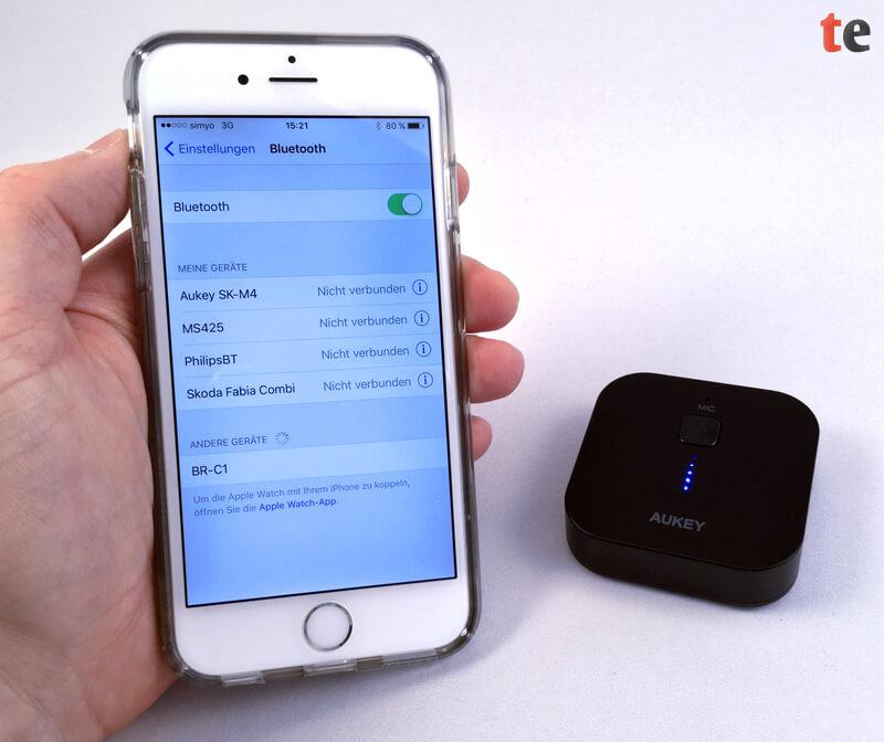 Sobald der Aukey-Adapter in den Pairing-Modus versetzt ist, den er zusätzlich über die blinkenden LEDs signalisiert, wird dieser im iPhone als BR-C1 im Bluetooth-Menü angezeigt und lässt sich als Empfänger auswählen.