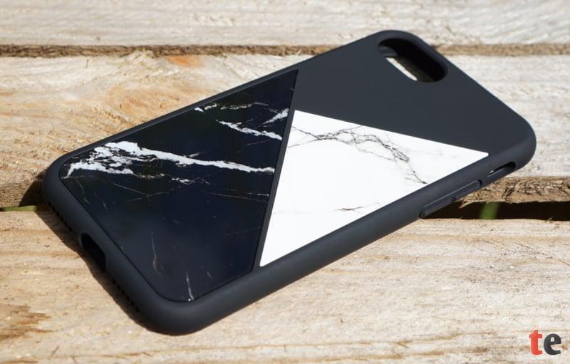 Die SolidSuit-Cases gibt es in einem Carbon-Look in zwei verschiedenen Farbvarianten, sowie mit einem eingelassenen Marmor- oder Edelstahl-Design, welches in die Rückseite eingearbeitet ist.