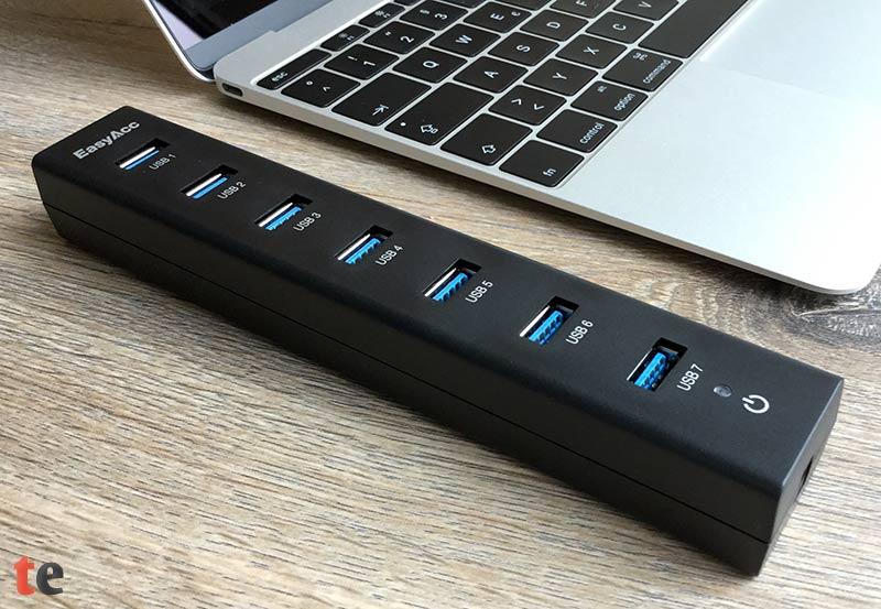 Der EasyAcc USB Hub kann bis zu sieben USB-Geräte aufnehmen und ist zudem abwärtskompatibel zu den älteren USB-Versionen 2.0 und 1.1.