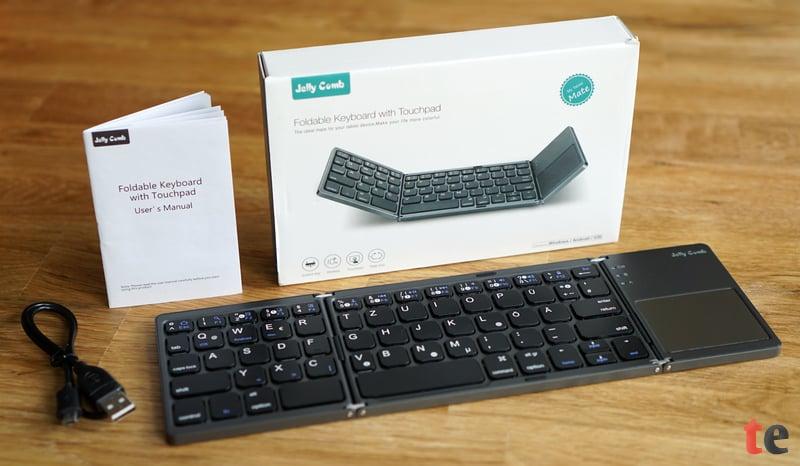Im Lieferumfang gibt es neben der kompakten Bluetooth-Tastatur eine kleine deutsche Bedienungsanleitung und ein Micro-USB-Ladekabel, um den integrierten Akku aufzuladen.