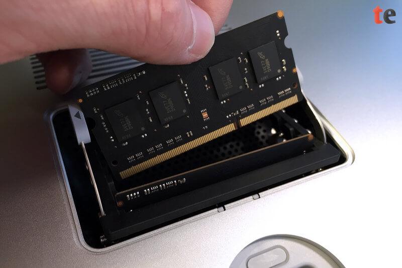 iMac Arbeitsspeicher erweitern: Schritt 4 - Speicher entfernen