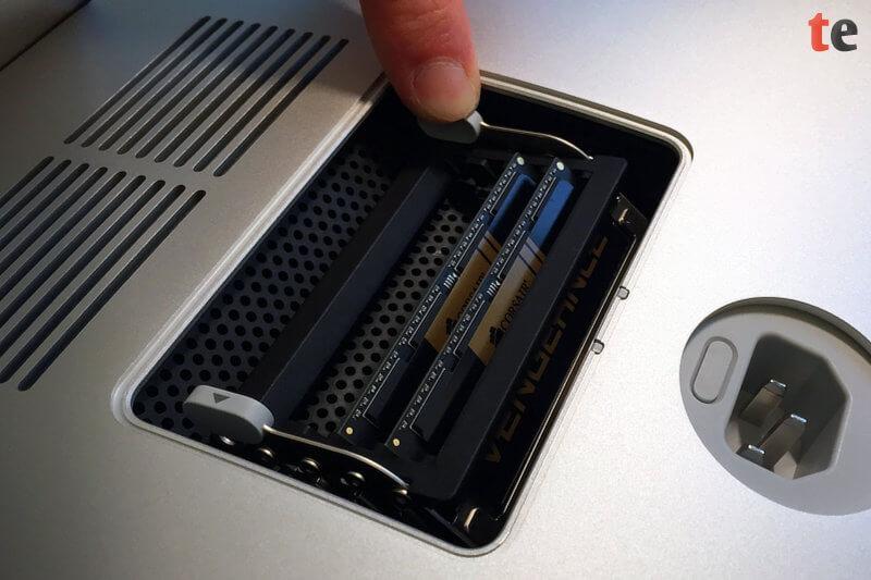iMac Arbeitsspeicher erweitern: Schritt 6 - Fixieren der Speicherbänke