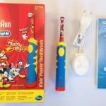Oral-B Kinderzahnbürste mit Verpackung und Ladeadapter