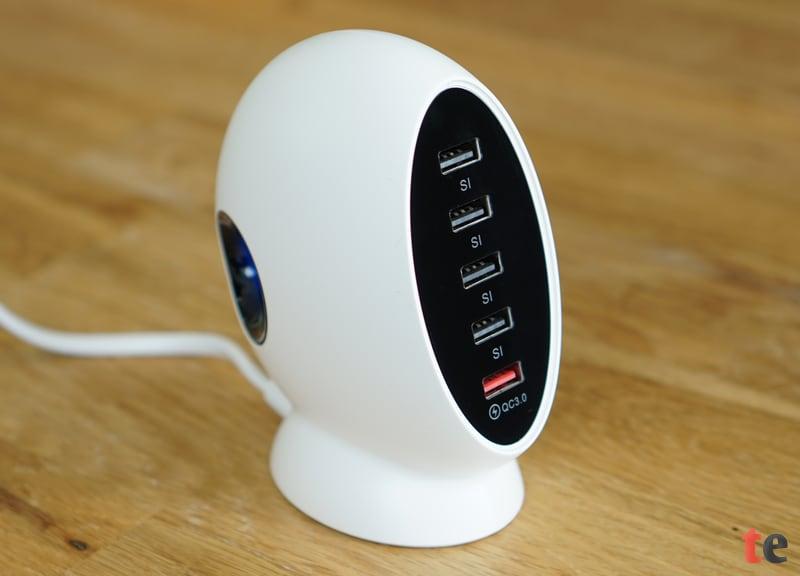 In der Multi-USB-Ladestation kommen verschiedene Sicherheitsmechanismen zum Einsatz, um die angeschlossenen Geräte zuverlässig gegen Überspannung, Überhitzung und einem Kurzschluss zu bewahren.