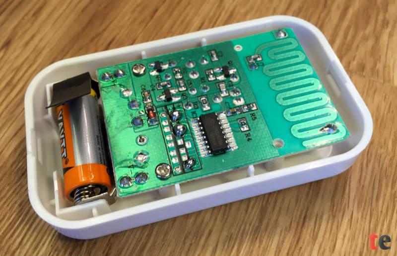 Im Sender der AVANTEK DT32 steckt eine austauschbare 12-Volt-Batterie im 23A Format, die eine Laufzeit von mehreren Jahren bieten soll.