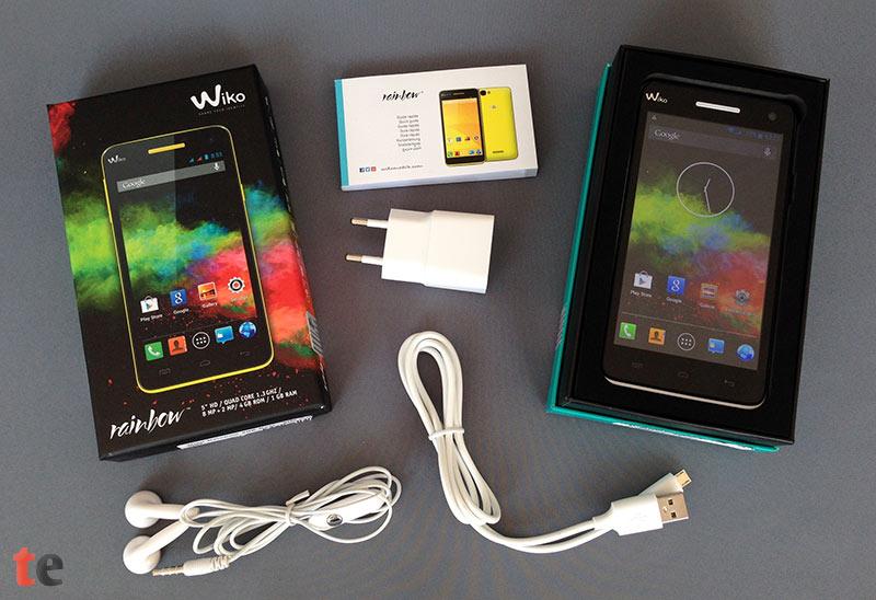 Das Wiko Rainbow Smartphone wird geliefert mit folgendem Zubehör: ein Micro-USB-Ladekabel, ein Netzstecker, ein brauchbarer Kopfhörer sowie eine deutsche Anleitung.