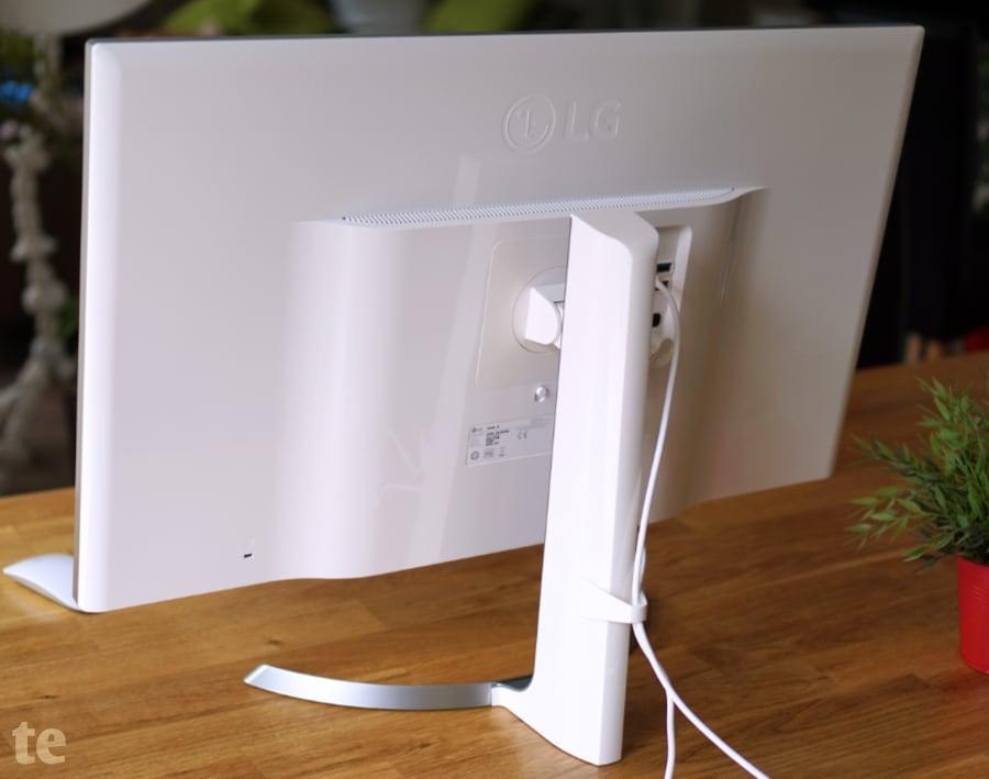 Unempfindliche Rückseite mit filigranem Standfuß des LG 4K-Monitors