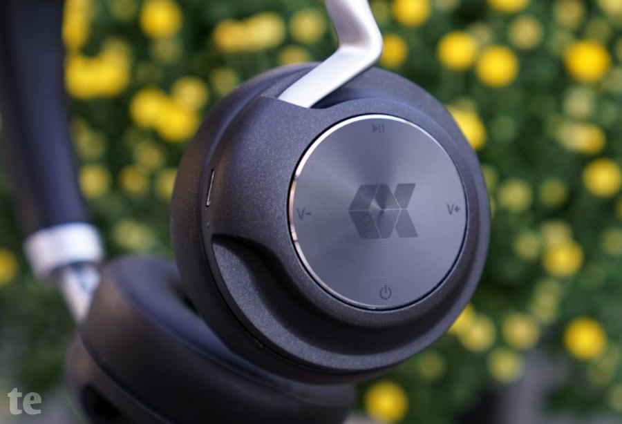 Multifunktionstaste zur Bedienung des kabellosen Kopfhörers